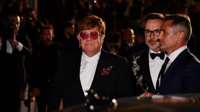 Armé de ses lunettes en forme de cœur, Elton John a pu assister à la projection du film qui retrace une bonne partie de sa vie.