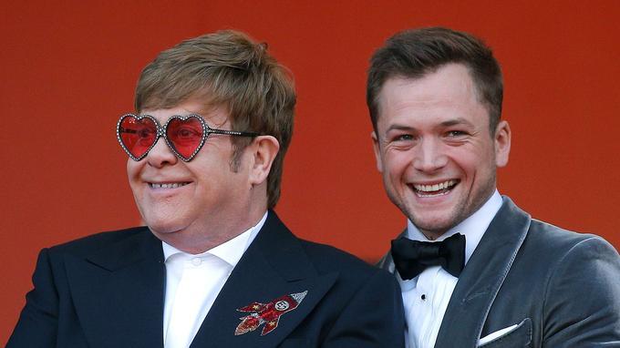 Elton John et son double cinématographique Taron Egerton sur le tapis rouge cannois, avant la projection hors compétition le 16 mai dernier.