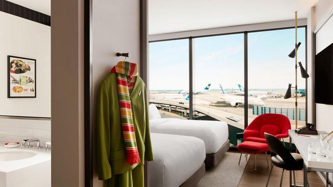 Les chambres luxueusement aménagées jouent une carte rétro avec mobilier vintage et sols en granito.