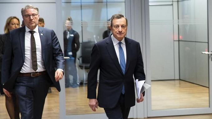 Mario Draghi (à droite), président de la BCE, à Francfort.