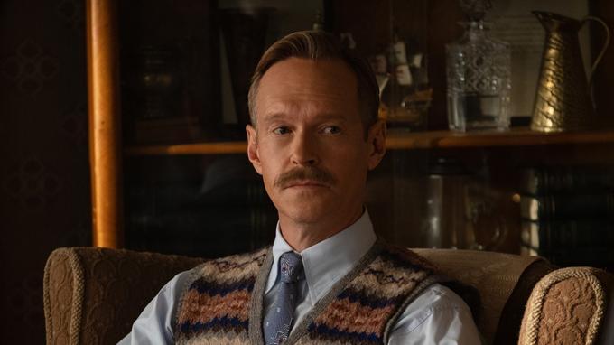 L'acteur britannique Steven Mackintosh joue Stanley Dwight, le père d'Elton John, dans «Rocketman» de Dexter Fletcher, face à Taron Egerton.