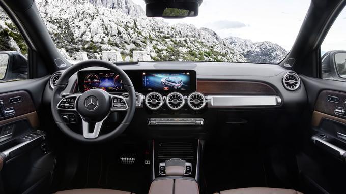 L'intérieur haut de gamme est celui de la Mercedes Classe B.
