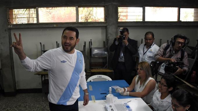 Le président guatémaltèque Jimmy Morales, lors de son vote au référendum à Mixco, le 15 avril 2018.