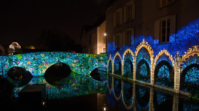 Le pont Saint-Hilaire et de pittoresques arcades au bord de l'Eure. Spectacle nocturne et vivant dans la basse ville. Crédit photo: Maxime Guillon / çavaêtreBeau