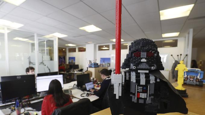 Une figurine Star Wars dans les locaux de LEGO.