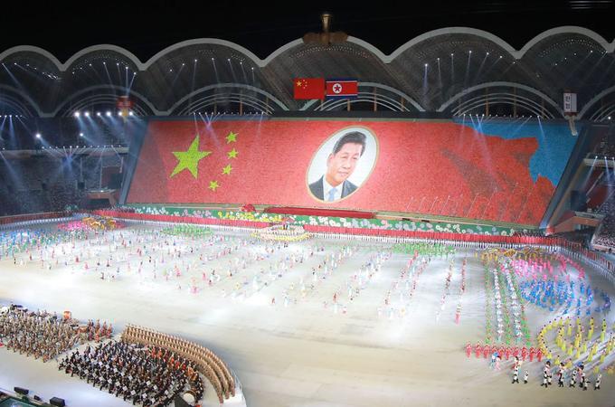 Un spectacle en l'honneur de Xi a été donné dans un stade de Pyongyang.