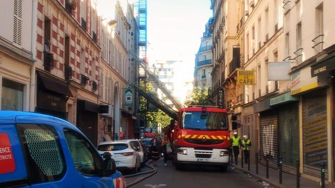 Des échelles ont permis au pompier d'évacuer des habitants.