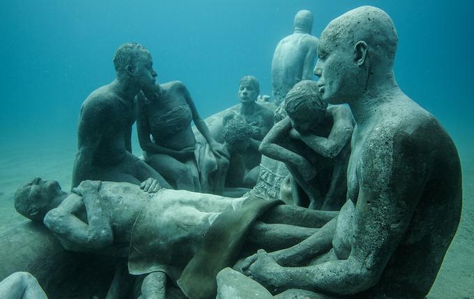 Jason deCaires Taylor a installé ses sculptures sous-marines dans de nombreuses mers du globe: dans l'Atlantique, dans l'océan Indien, en mer des Caraïbes, en mer de Bali... Mais pas encore en Méditerranée.