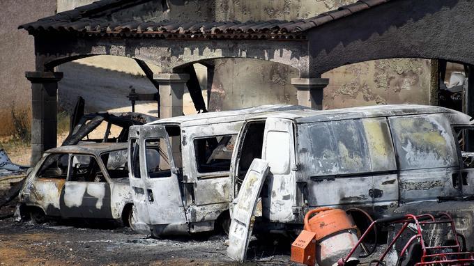 Six maisons et cinq hangars agricoles ont été brûlés à Saint Gilles.