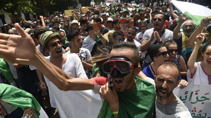 Des miliers de personnes sont descendus dans les rues en ce jour de fête de l'indépendance.