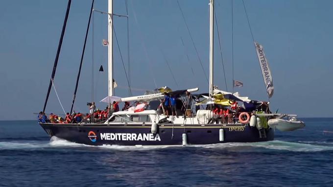 L' <i>Alex</i>, avant son arrivée à Lampedusa.