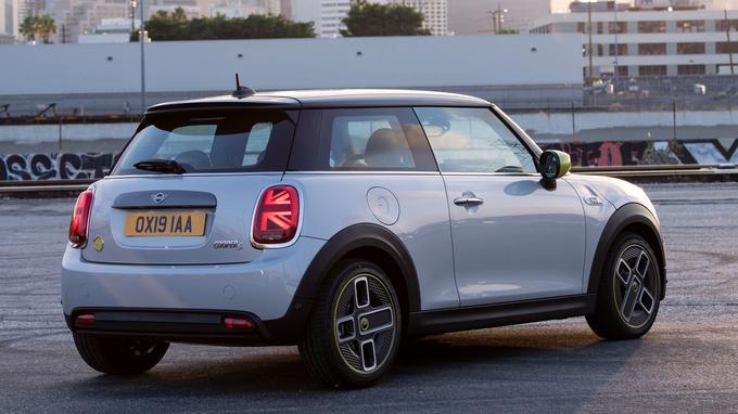 La Mini Cooper SE propose quatre modes de conduite: Mid, Sport, Green et Green +.