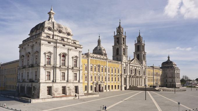 Le palais national de Mafra a été élevé dans un style baroque sur ordre du roi Jean V de Portugal, en 1711.