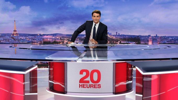 Du 15 juillet au 25 août, Julian Bugier remplace Anne-Sophie Lapix à la présentation du 20 heures sur France 2, du lundi au jeudi.