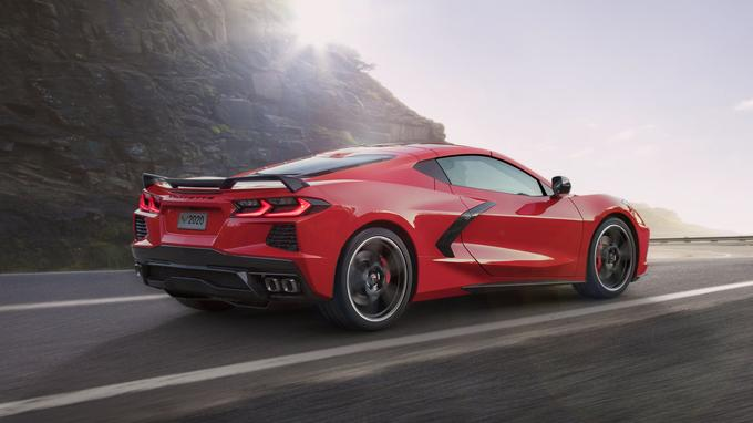Le fait de déplacer le moteur a eu un impact non négligeable sur l'apparence de la Corvette, qui rappelle maintenant certaines supersportives européennes. <br/>