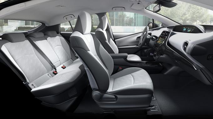 La banquette arrière de la Prius peut désormais accueillir trois personnes.
