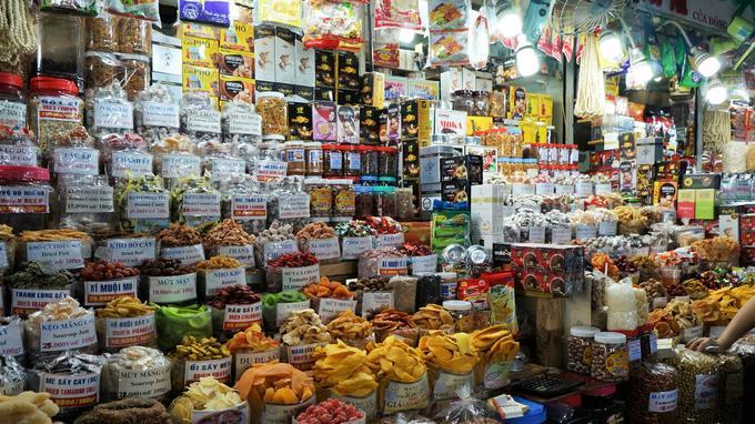 Comment résister au festival de couleurs des fruits séchés du marché traditionnel de Ben Thanh?