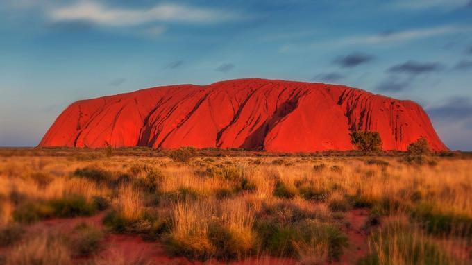 Le rocher d'Uluru, dans le centre désertique de l'Australie, est un site sacré pour les aborigènes Anangu.
