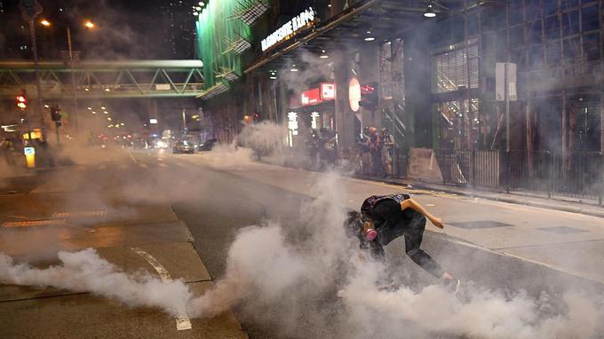 De nombreux gaz lacrymogènes ont été tirés ce mercredi 14 août à Hongkong.
