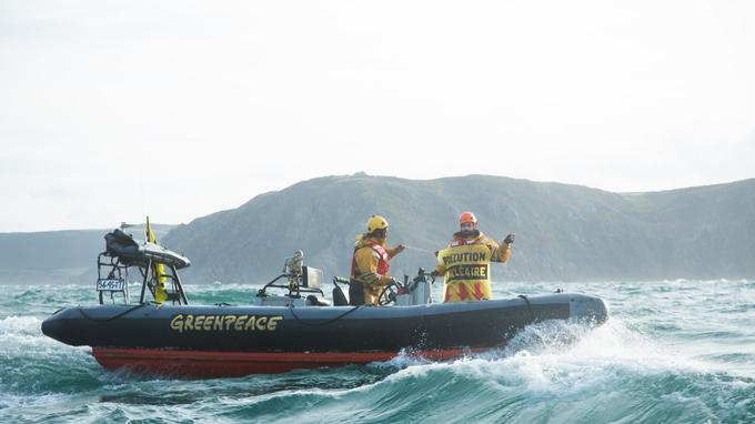 Greenpeace est arrivé au large de Flamanville ce vendredi dans la matinée.