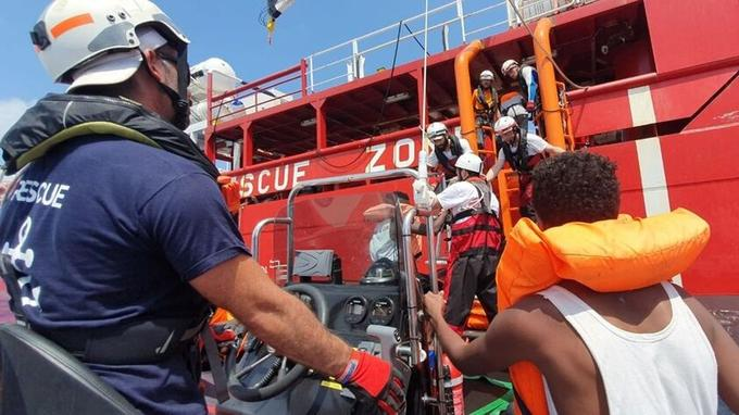 Opération de secours menée par le navire l'Ocean Viking entre le 9 et le 12 août.