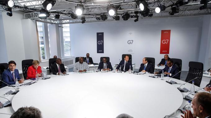 Une session de travail consacrée au partenariat avec l'Afrique avec le président de l'Afrique du Sud Cyril Ramaphosa, du Burkina Faso Roch Marc Christian Kabore, de l'Égypte Abdel-Fattah al-Sissi, du Sénégal Macky Sall et du Rwanda Paul Kagame.