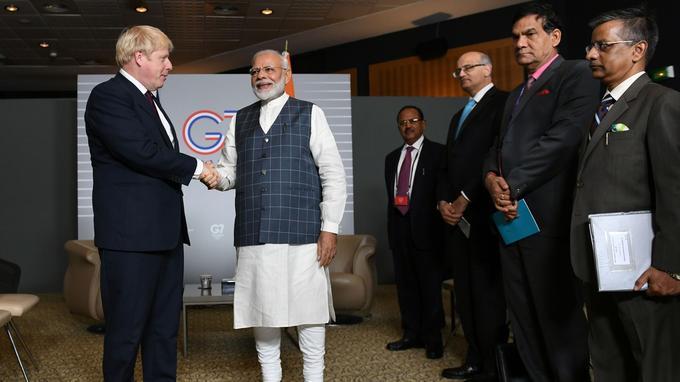 Boris Johnson et Narendra Modi se parlent lors d'une rencontre bilatérale le dimanche 25 août à Biarritz.