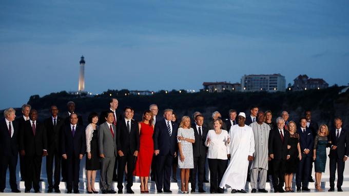 Emmanuel Macron et les dirigeants assistant au 45e sommet du G7 ont posé pour la traditionnelle photographie officielle, le dimanche 25 août à Biarritz.