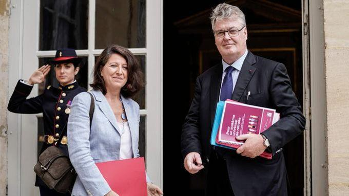 Le haut-commissaire, Jean-Paul Delevoye, avec la ministre de la Santé, Agnès Buzyn, mi-juillet.