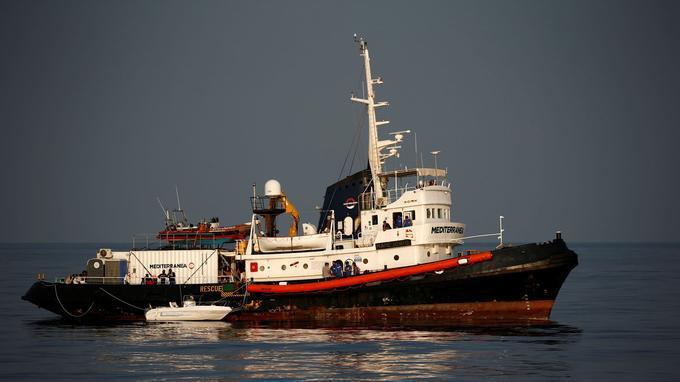 Le Mare Jonio, de l'ONG Mediterranea Saving Humans, au large de l'île de Lampedusa, le 31 août 2019.