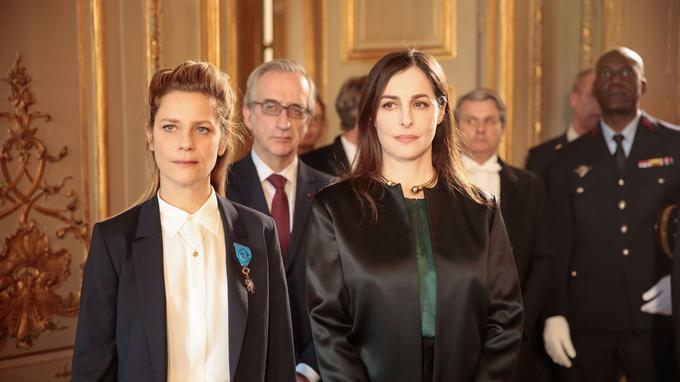 Marina Foïs et Amira Casar dans Les Sauvages sur Canal+.
