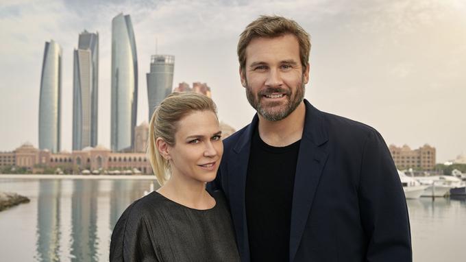 Marie-Josée Croze et Clive Standen à Abou Dabi. © Roger Arpajou/ FTV.