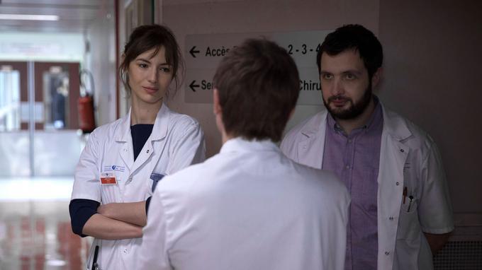 Louise Bourgoin et Karim Leklou dans Hippocrate sur Canal+.
