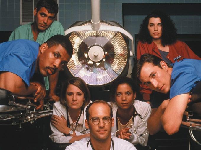 Portrait de famille, avec en haut à gauche, George Clooney, alias Doug Ross, jeune et brillant médecin.