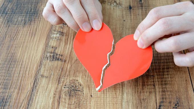 Да, синдром разбитого сердца существует, и он может быть столь же опасным, как инфаркт