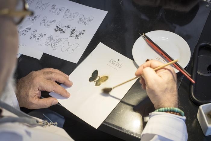 La technique de la laque Urushi est également utilisée sur des montres.