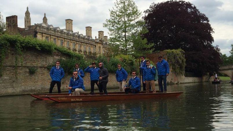 À Cambridge, les balades en canot (Punting en anglais) sont une activité traditionnelle qui date du tout début du 20ème siècle