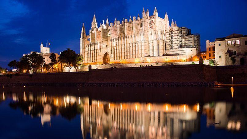 Palma de Majorque est un paradis accessible aux jeunes (ici la cathédrale). ©Flickr