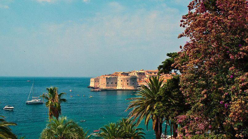 Avec ses eaux transparentes, la Croatie attire les jeunes avides de soleil et de virées en bateau.