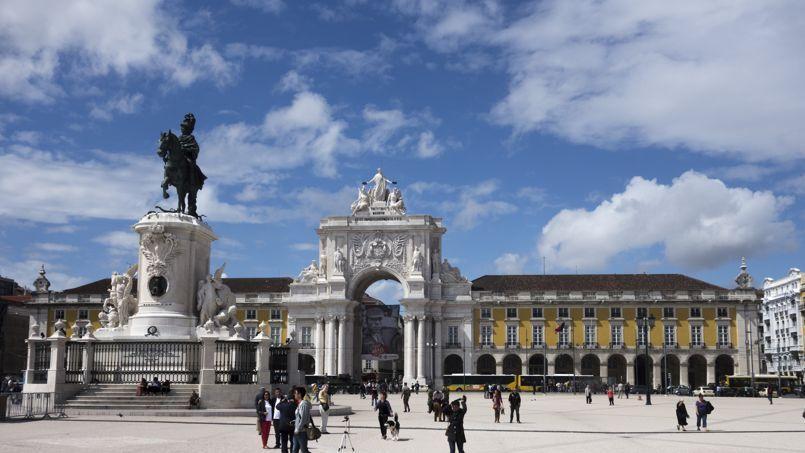 Lisbonne regorge de monuments à visiter comme ici la Praça do commércio. ©Flickr/CC/tetedelart1855