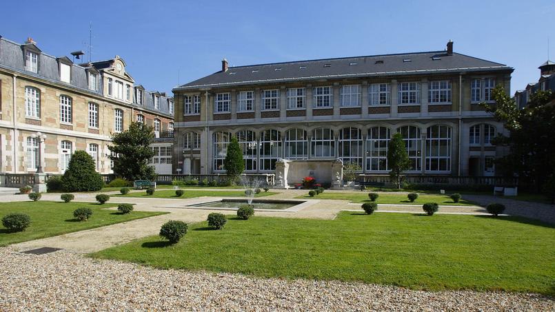 Au lycée Janson de Sailly, les étudiants de CPGE trop solitaires sont repérés.