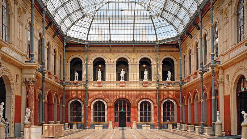 La cour vitrée du Palais des Études est l'un des lieux symboliques de l'École des Beaux-Arts.