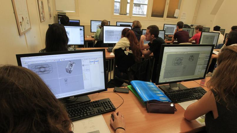 En parallèle de l'enseignement traditionnel, tous les élèves suivent des cours de dessin et de conception 3D (DAO et CAO) avec le logiciel Rhino.©Sébastien Soriano.