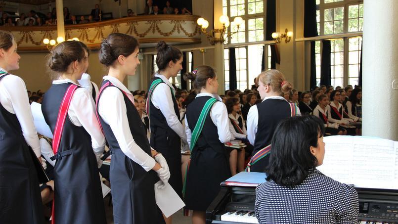 Dans les Maisons d'éducation de la Légion d'honneur, l'uniforme est obligatoire (ici lors de la remise des prix).