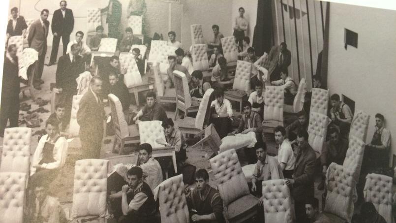 Des apprentis passent les épreuves du CAP sous la surveillance des examinateurs (années 50). ©Labonnegraine