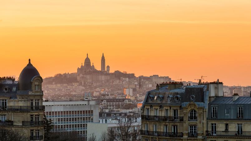 Vue de Montmartre depuis les Buttes Chaumont, dans le XIXe arrondissement de Paris