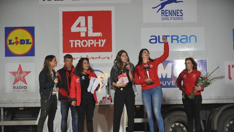 La belle performance de Lise et Anaïs a été récompensée lors de la remise des prix. (c) 4L Trophy