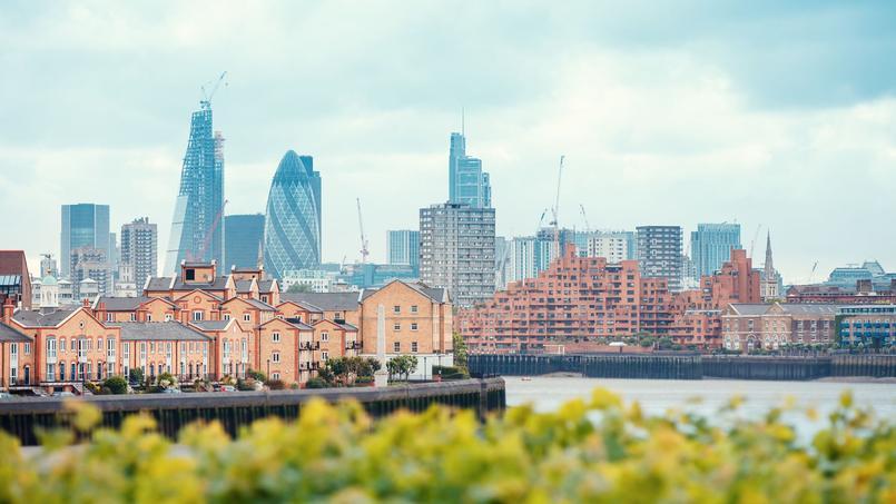 Une vue de la City depuis les Docks, avec la Tamise.