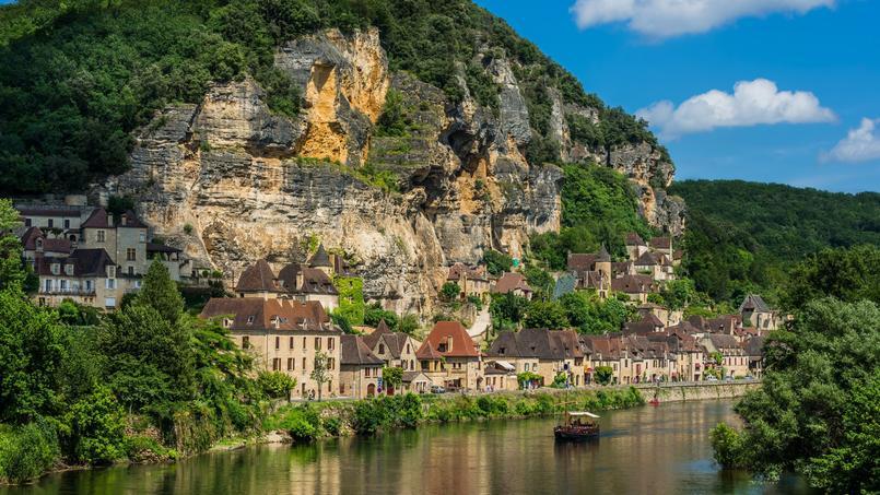 La Roque-Gageac, l'un des treize villages comptant succéder à Rochefort-en-Terre, lauréat 2016.