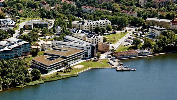 Le campus de Karlskrona, au bord de la mer Baltique. © By Bournon (Own work) [CC BY-SA 3.0 (http://creativecommons.org/licenses/by-sa/3.0)], via Wikimedia Commons